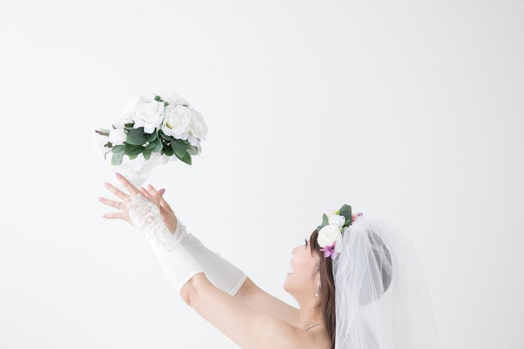 【婚活ジンクス】ブーケトスをキャッチすると結婚できる
